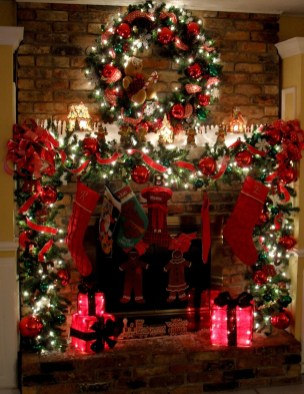 Cozy Fireplace Christmas Decoration Ideas To Makes Your Room Keep Warm17