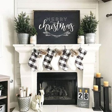 Cozy Fireplace Christmas Decoration Ideas To Makes Your Room Keep Warm21