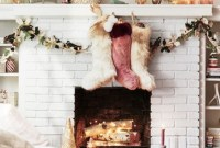 Cozy Fireplace Christmas Decoration Ideas To Makes Your Room Keep Warm29