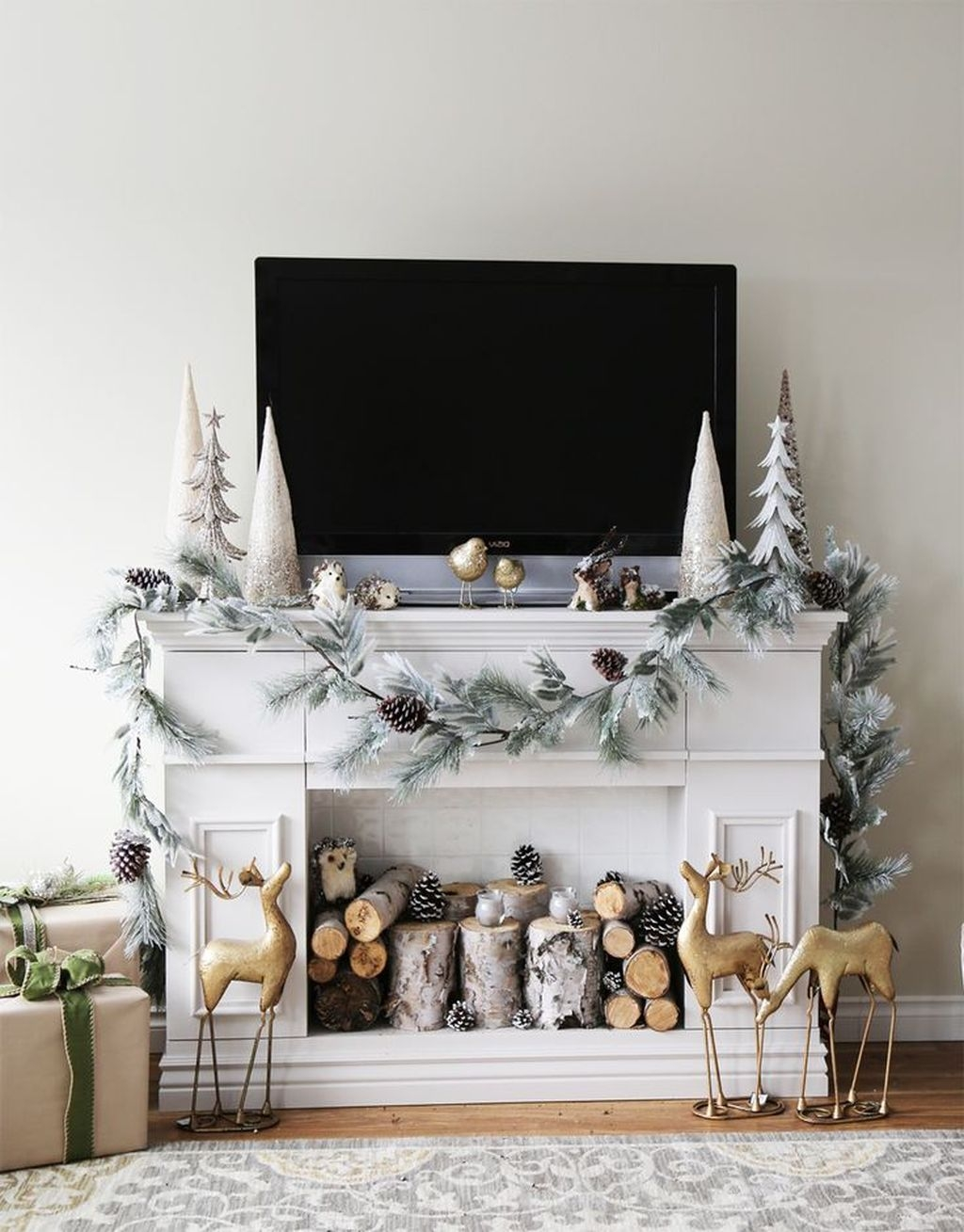 Cozy Fireplace Christmas Decoration Ideas To Makes Your Room Keep Warm43