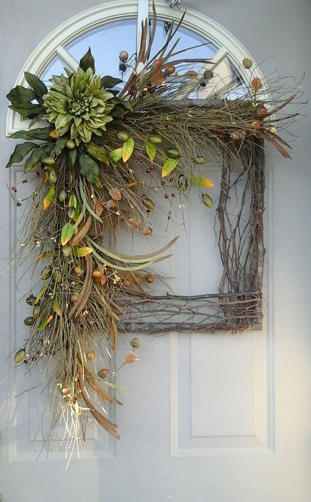 Cozy Thanksgiving Front Door Decor Ideas35