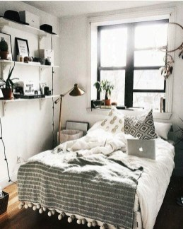 Creative And Brilliant Small Bedroom Decoration Ideas33