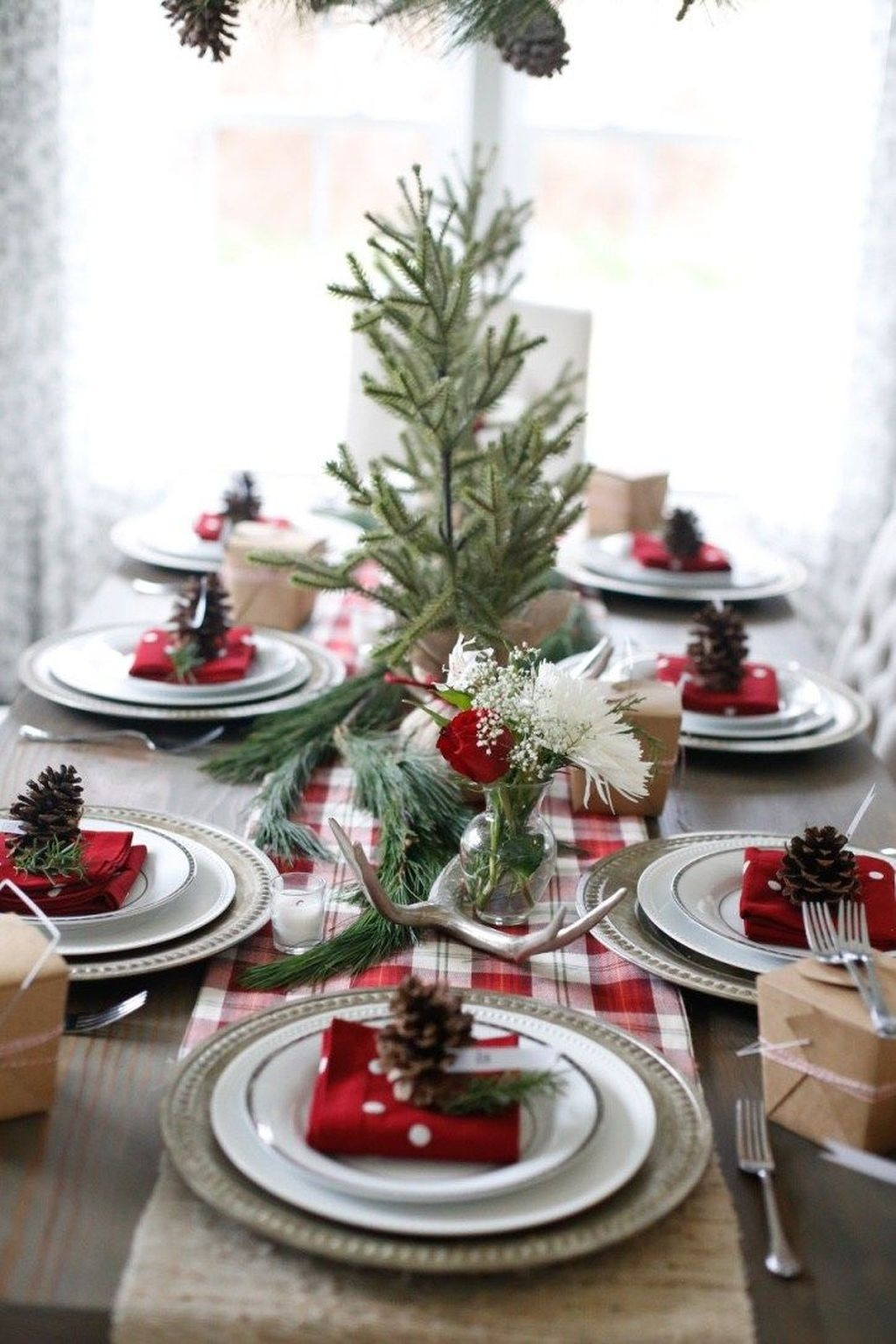 Elegant Christmas Table Decoration Ideas09