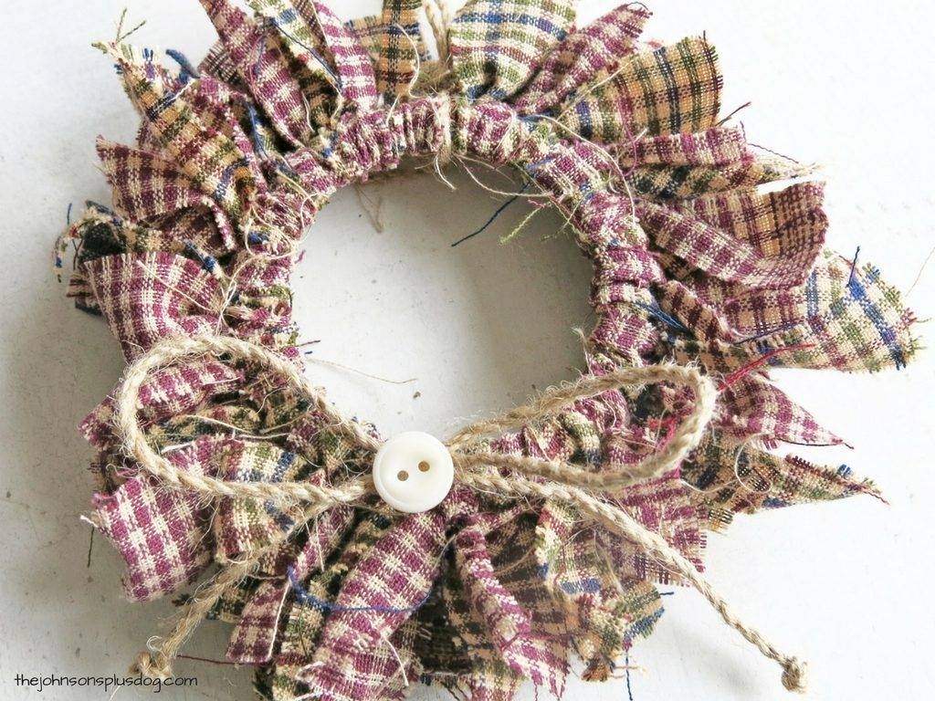 Eye Catching Rustic Christmas Decoration Ideas To Jazz Up Your Home 22