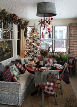Eye Catching Rustic Christmas Decoration Ideas To Jazz Up Your Home 23