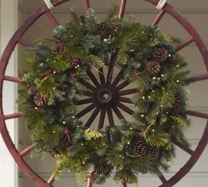 Eye Catching Rustic Christmas Decoration Ideas To Jazz Up Your Home 32