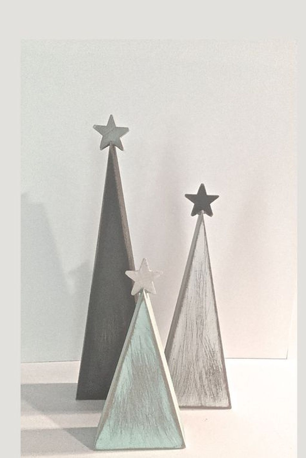 Eye Catching Rustic Christmas Decoration Ideas To Jazz Up Your Home 44