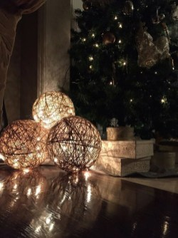 Gergerous Indoor Decoration Ideas With Christmas Lights40