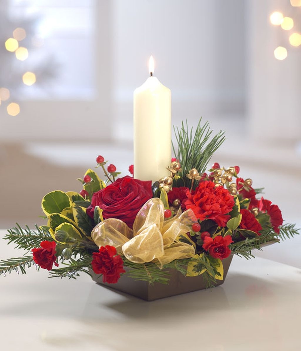Romantic Christmas Centerpieces Ideas With Candles 24