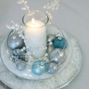 Romantic Christmas Centerpieces Ideas With Candles 26
