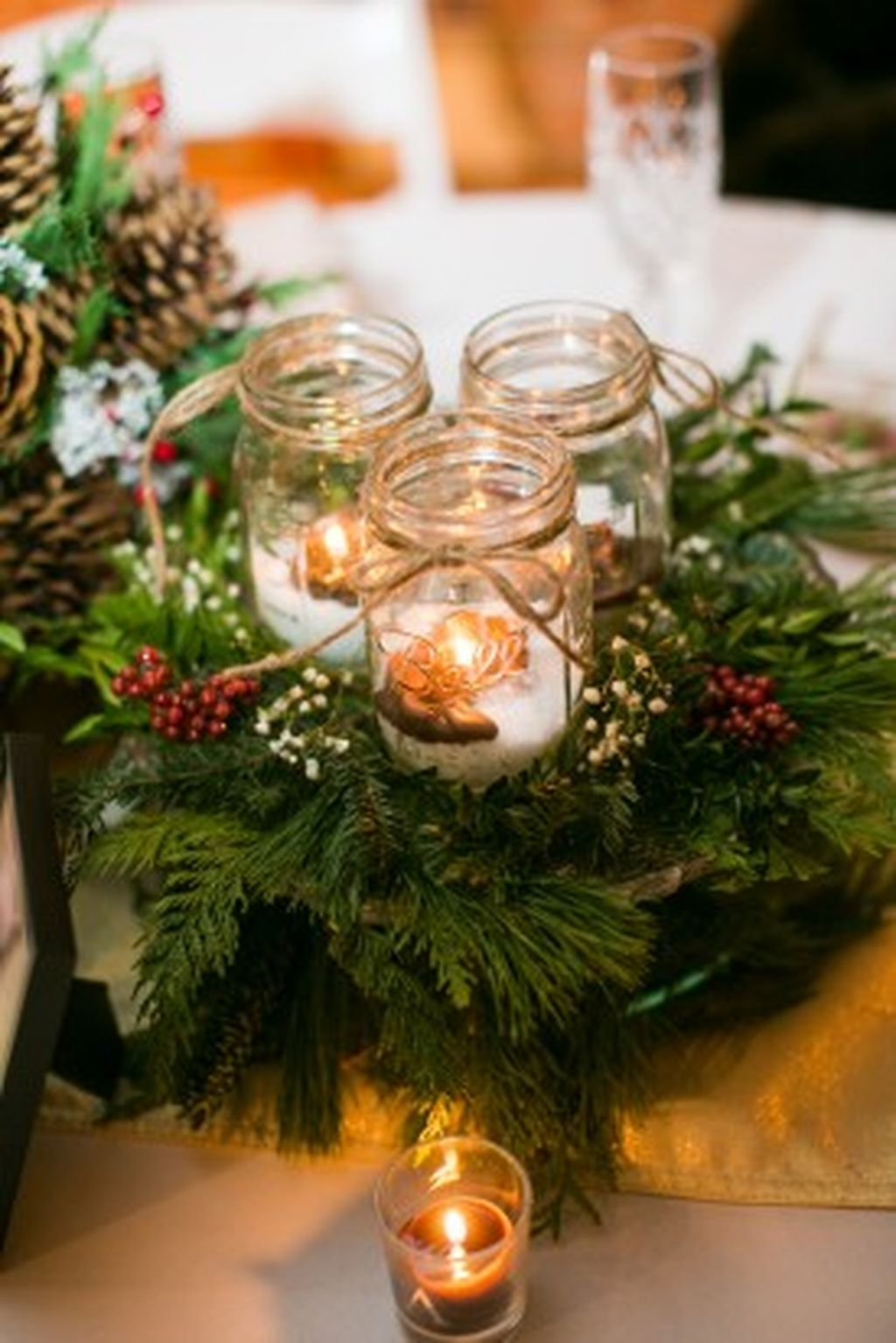 Romantic Christmas Centerpieces Ideas With Candles 38