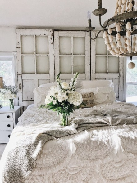 Totally Adorable French Bedroom Decoration Ideas15
