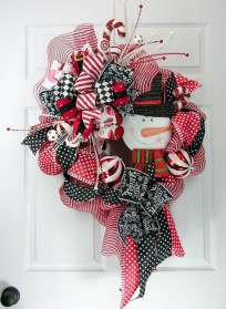 Totally Fun Candy Cane Christmas Decoration Ideas For Your Home30