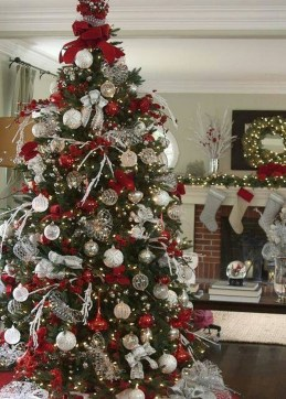 Totally Inspiring Red And Gold Christmas Decoration Ideas 17