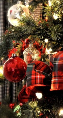 Totally Inspiring Red And Gold Christmas Decoration Ideas 24