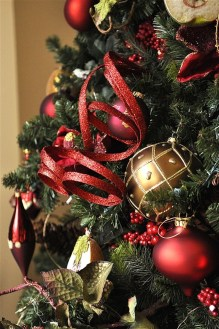 Totally Inspiring Red And Gold Christmas Decoration Ideas 46