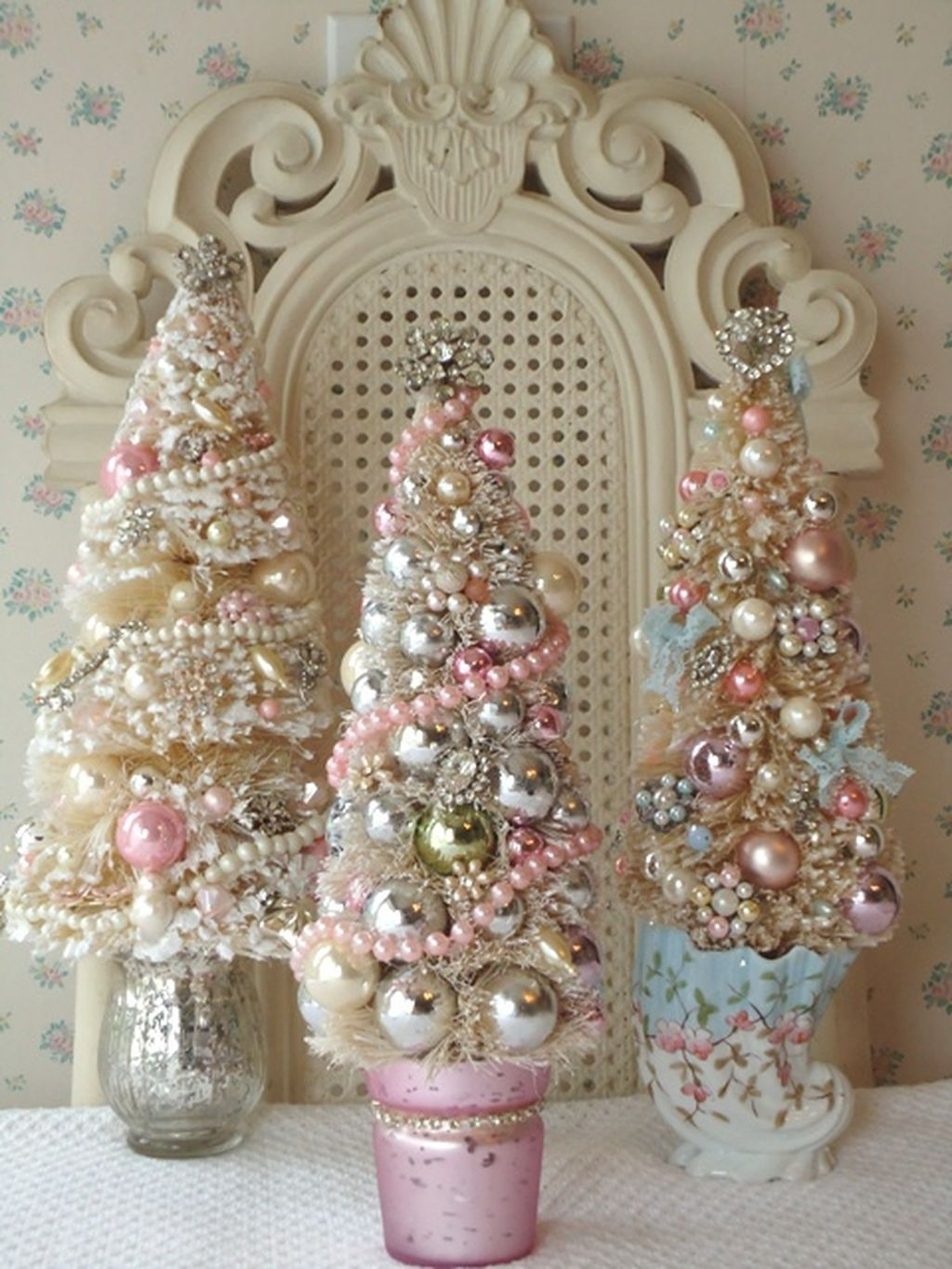 Totally White Vintage Christmas Decoration Ideas11