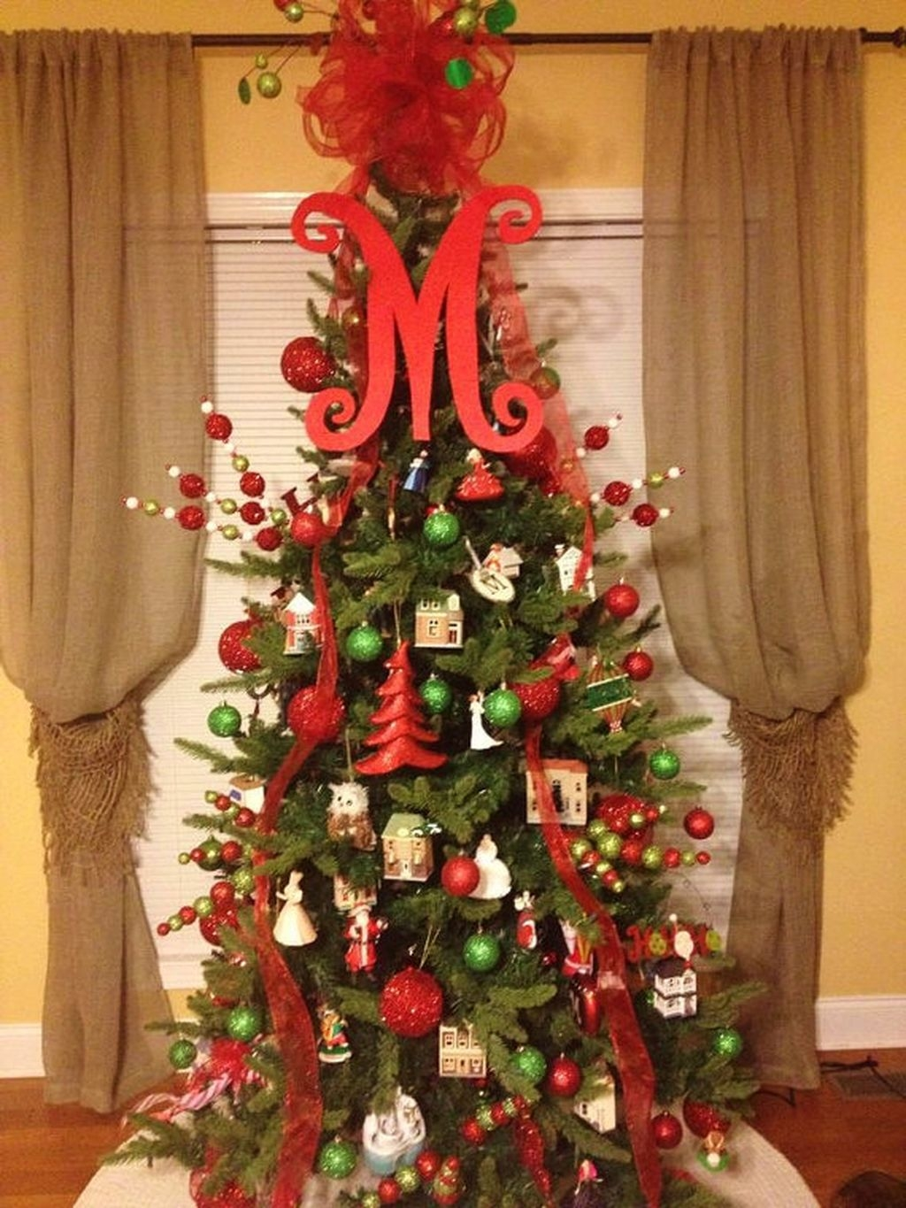 Unique But Inspiring Christmas Tree Toppers Decoration Ideas 31