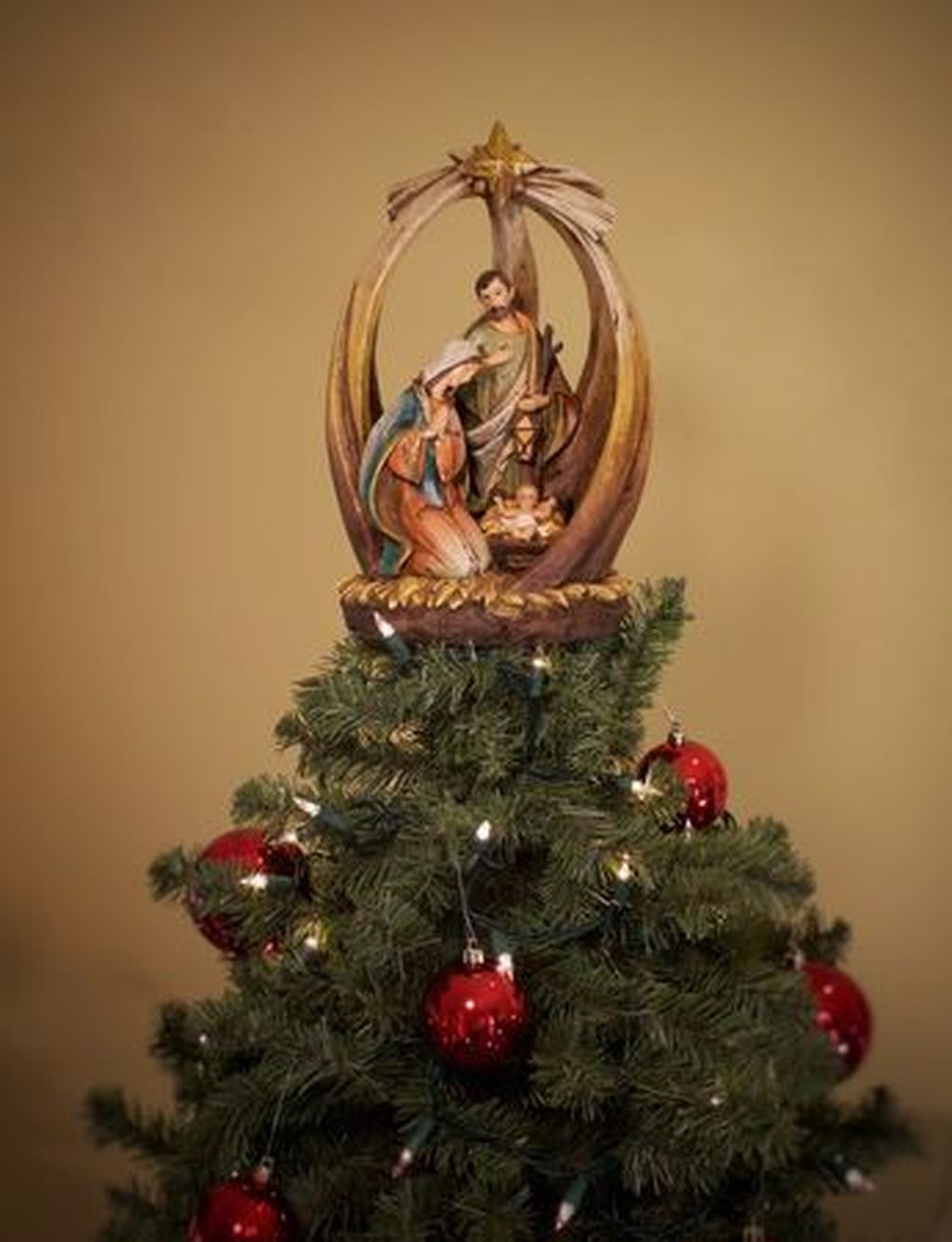 Unique But Inspiring Christmas Tree Toppers Decoration Ideas 33