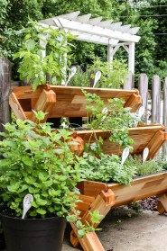 Awesome And Affordable Vertical Garden Ideas For Your Home 04