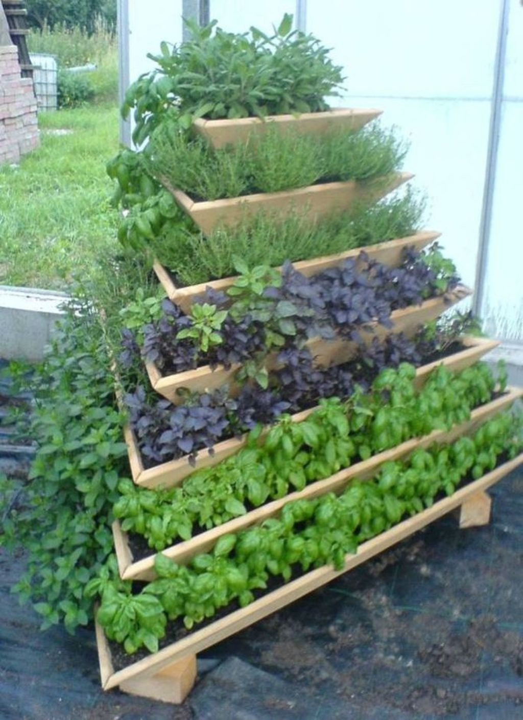 Awesome And Affordable Vertical Garden Ideas For Your Home 07