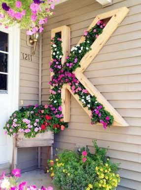 Awesome And Affordable Vertical Garden Ideas For Your Home 23