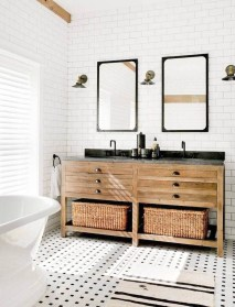 Cozy And Relaxing Farmhouse Bathroom Design Ideas12