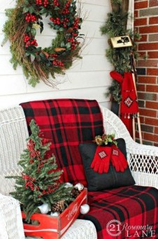 Cozy Plaid Decor Ideas For Christmas 10