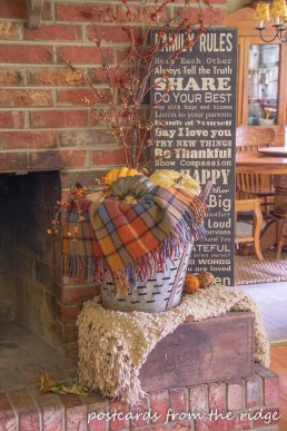 Inspiring Rustic Fall Mantel Decoration Ideas 06