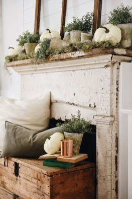 Inspiring Rustic Fall Mantel Decoration Ideas 36