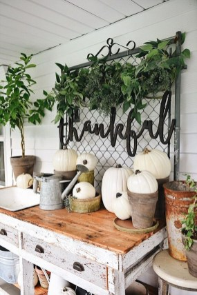 Inspiring Rustic Fall Mantel Decoration Ideas 38