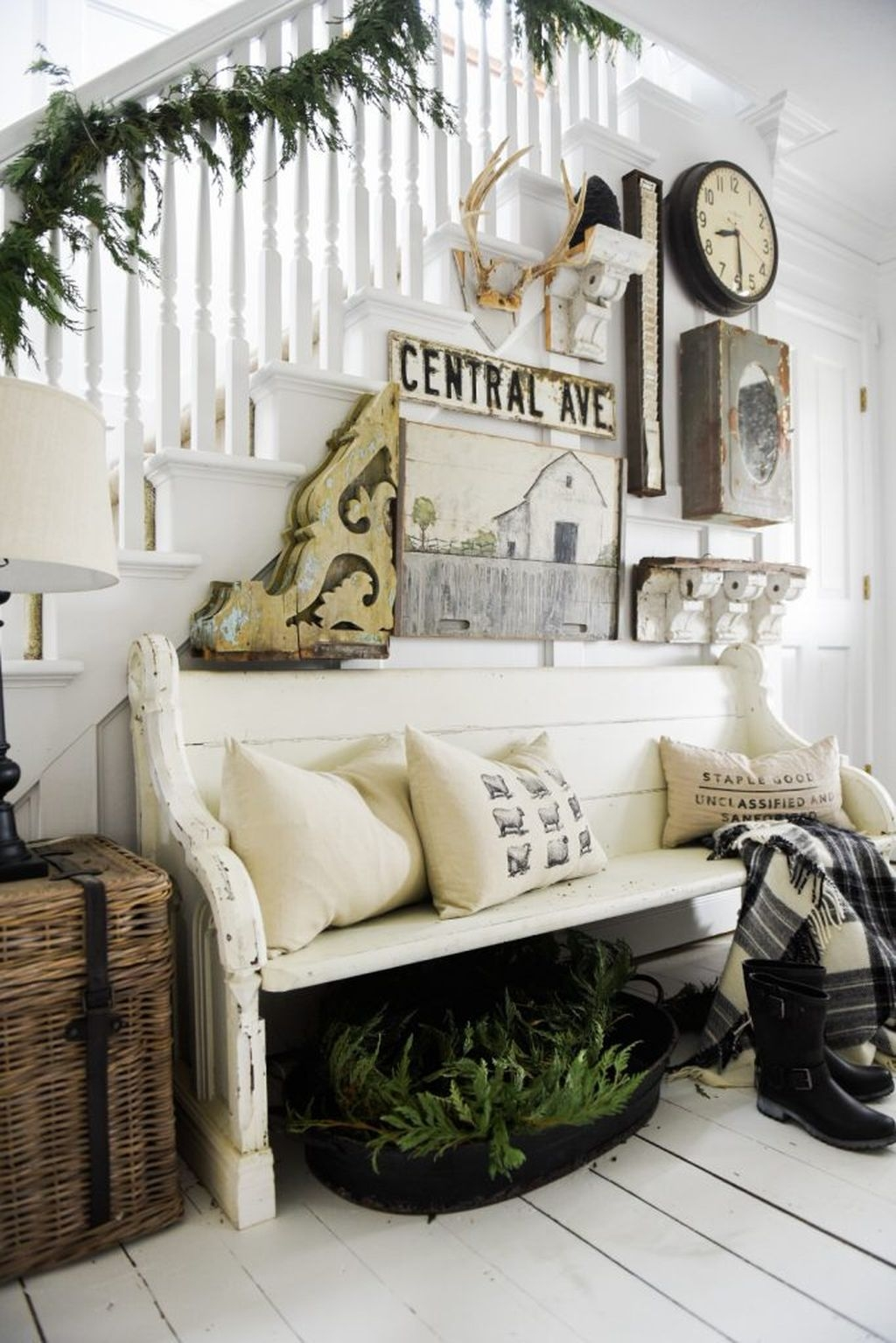 Inspiring Winter Entryway Decoration Ideas 35