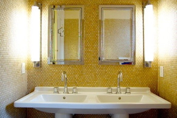 Lovely Sunny Yellow Bathroom Design Ideas 07