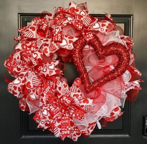 Cute Valentine Door Decoration Ideas You Should Try 03