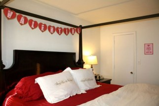 Romantic Bedroom Decorating Ideas For Valentines Day 10