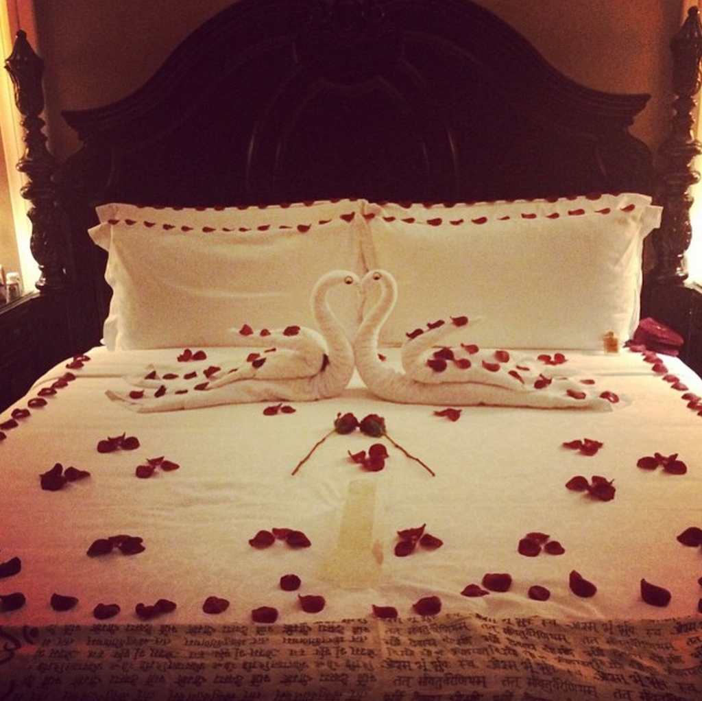 Romantic Bedroom Decorating Ideas For Valentines Day 23