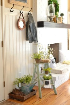 Adorable Farmhouse Entryway Decorating Ideas 07