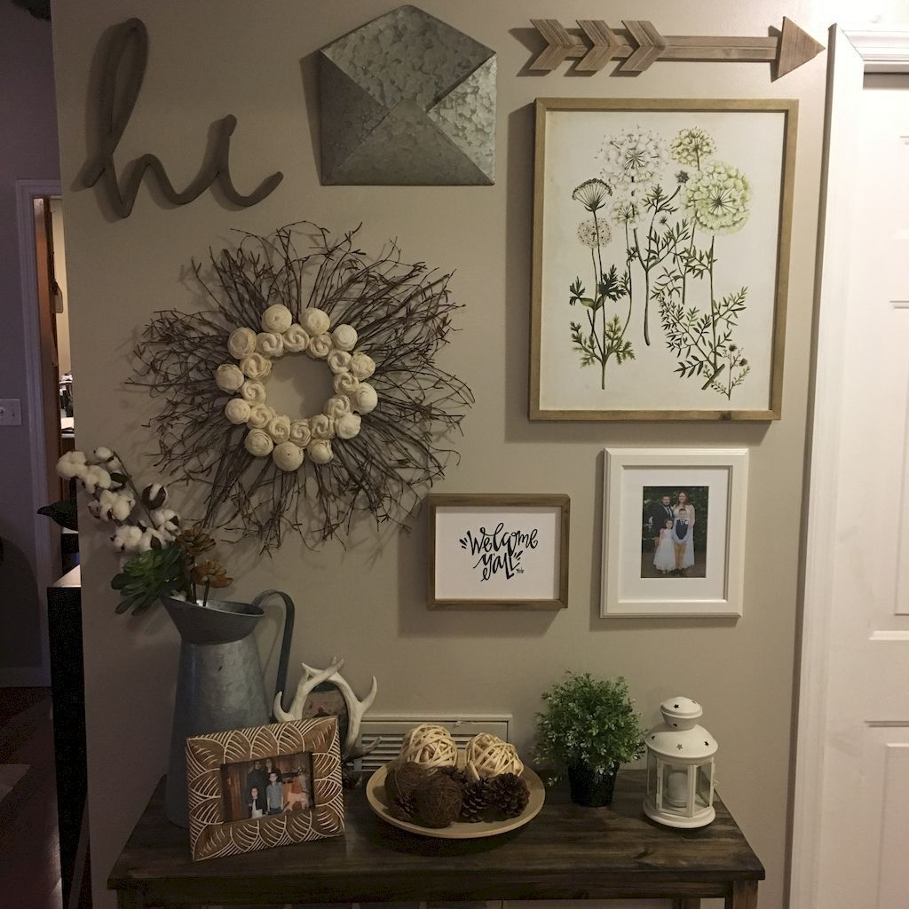 Adorable Farmhouse Entryway Decorating Ideas 08