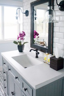 Adorable Modern Farmhouse Bathroom Remodel Ideas 01