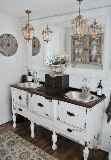 Adorable Modern Farmhouse Bathroom Remodel Ideas 04