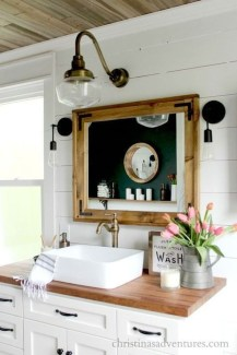 Adorable Modern Farmhouse Bathroom Remodel Ideas 10