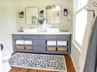 Adorable Modern Farmhouse Bathroom Remodel Ideas 21
