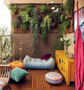 Cozy Apartment Balcony Decorating Ideas 04