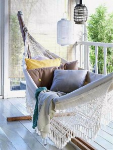 Cozy Apartment Balcony Decorating Ideas 05