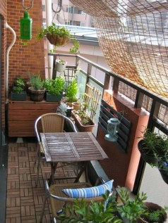 Cozy Apartment Balcony Decorating Ideas 31