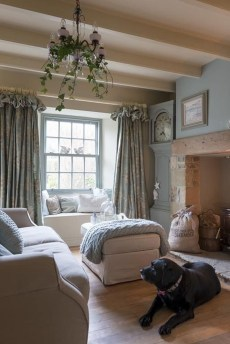 Cozy French Country Living Room Decor Ideas 24