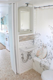Creative Tiny House Bathroom Remodel Ideas 05