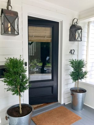 Elegant Farmhouse Front Porch Decor Ideas 34