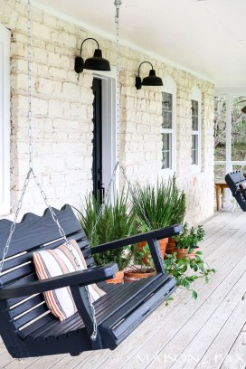 Elegant Farmhouse Front Porch Decor Ideas 36