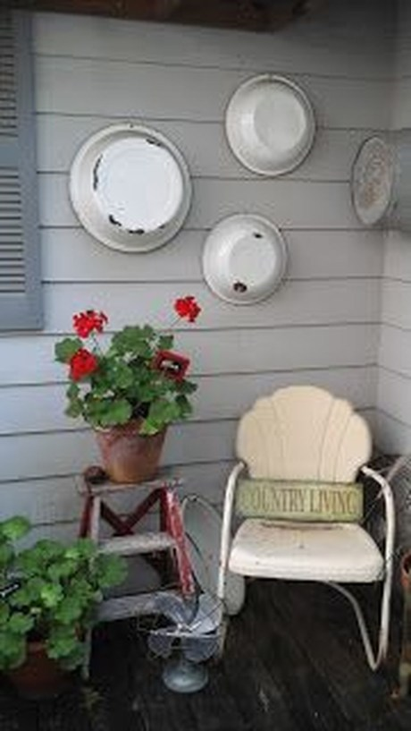 Elegant Farmhouse Front Porch Decor Ideas 37
